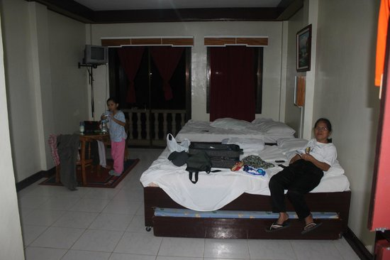 Bohol Divers Resort: The Cella Room is cheaply furnished.