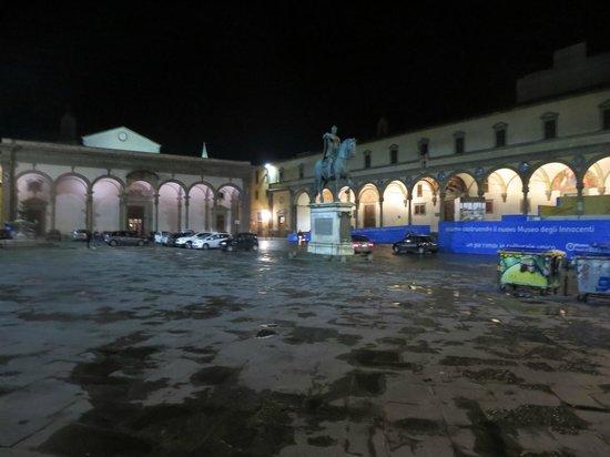 Hotel Loggiato dei Serviti: square outside hotel