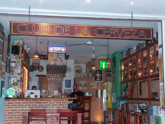 Club de la Cerveza: Nice, quaint, inviting bar
