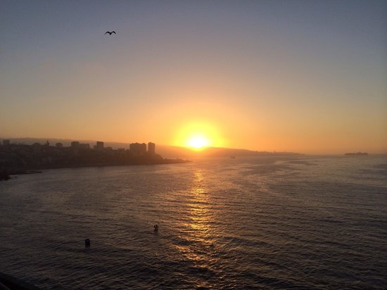 Sheraton Miramar Hotel & Convention Center : Sunset facing valparaiso