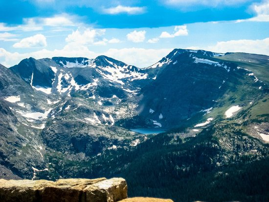 Parque Nacional de las Montañas Rocosas, CO: a beautiful lake from trail ridge road