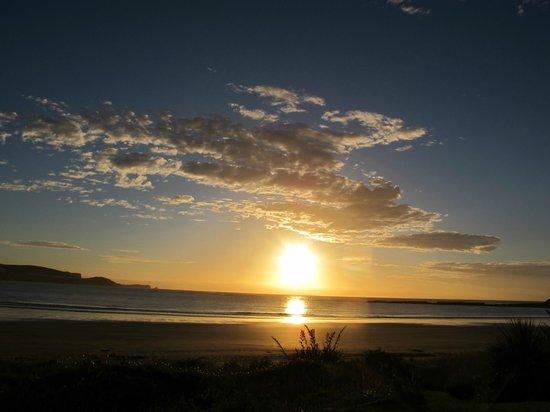 Curio Bay Salthouse: sunrise view