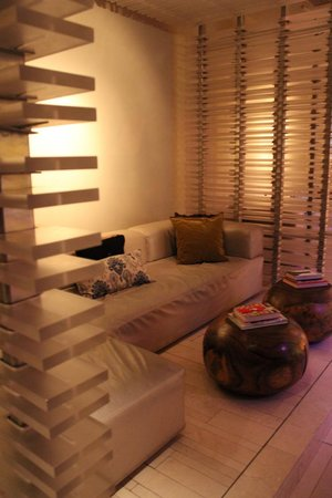 W New York - Times Square : Bar Area Seating