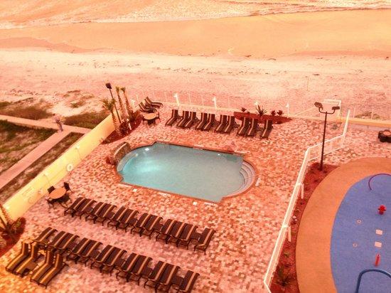 Hampton Inn Daytona Beach/Beachfront: Pool from Balcony