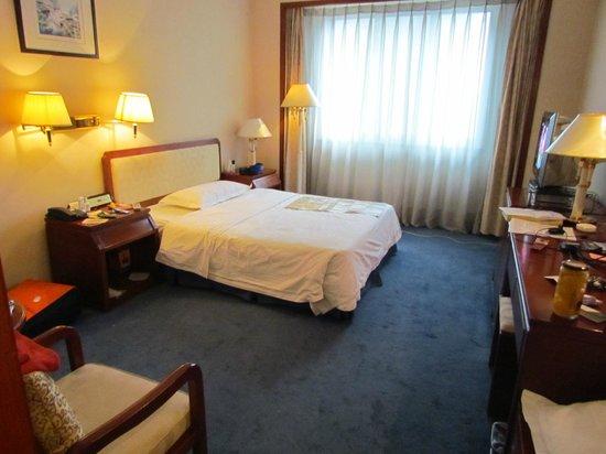 Jing Du Yuan Hotel: Мой светлый и уютный номер