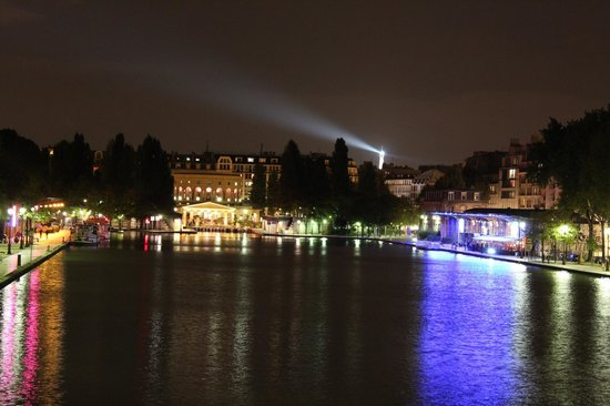 Reims Hotel: Walking around Bassin de la Villette