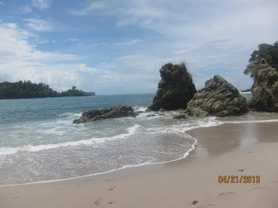 Tulemar Bungalows & Villas: Manuel Antonio National Park Beach