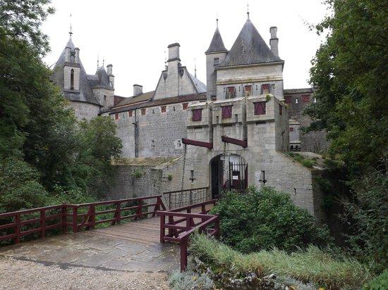 Château De La Rochepot : The Entrence