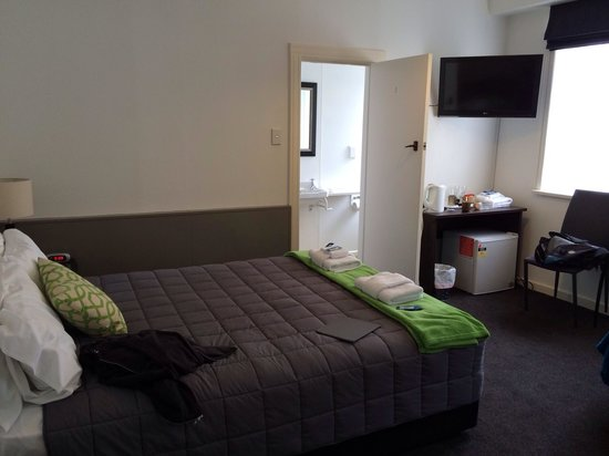 The Law Courts Hotel: Room 208