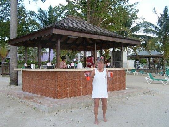 ClubHotel Riu Negril: beach tiki bar