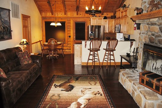 Great Branson Cabins: Main Room of Horse Canyon