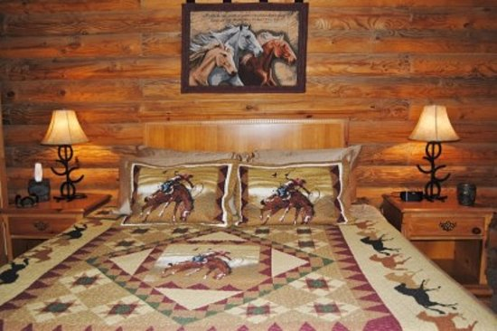 Great Branson Cabins: Bedroom 1 of Horse Canyon
