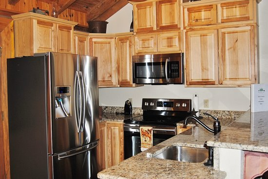 Great Branson Cabins: Fully stocked kitchen in Horse Canyon
