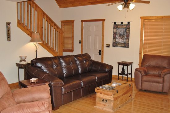 Great Branson Cabins: Silver Wolf Main Room
