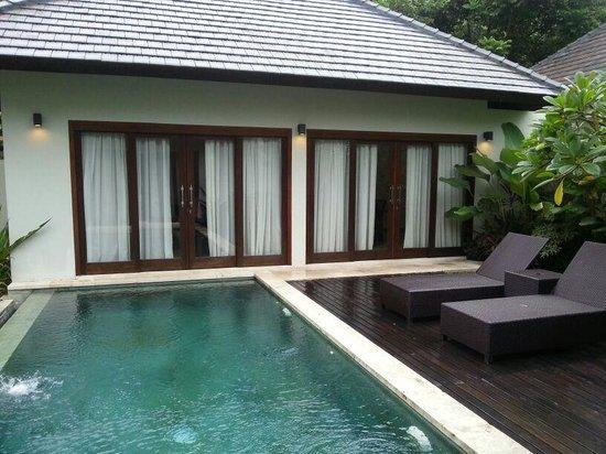 Kebun Villas & Resort: Private Pool and Living Room