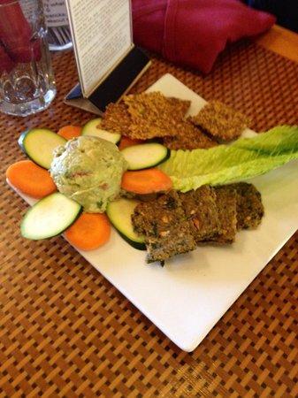 Organic Garden Cafe : Guacamole and Chips