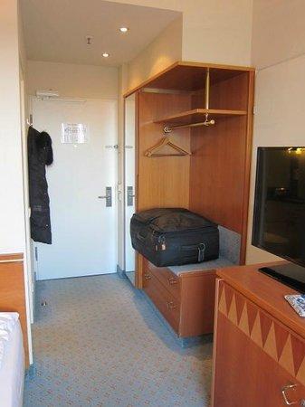 Steigenberger Airport Hotel: room