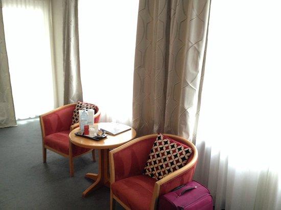 Hotel Prinz : Уголок для отдыха в номере