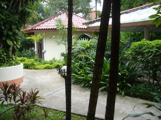 Hyton Leelavadee Phuket : Вид из номера