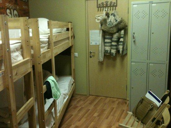 DA! Hostel: номер для девочек на 4 чел