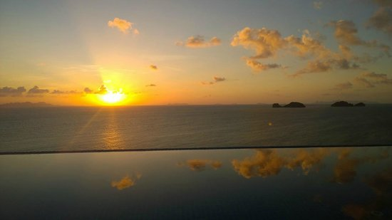 Conrad Koh Samui : Sunset view from our pool