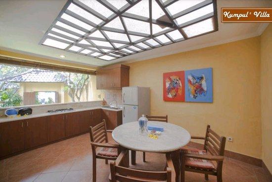 Kumpul Kumpul Villa I Double Six: Dining Room