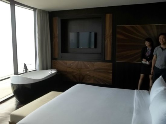 Holiday Beach Danang Hotel & Resort: The suite that I stayed in