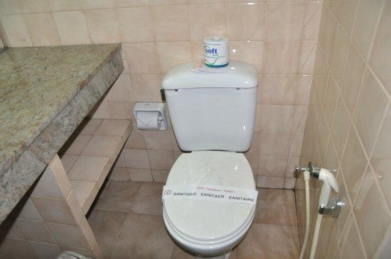 Hotel Casamara: Туалет