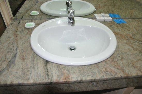 Hotel Casamara: Ванная комната
