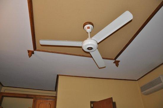 Hotel Casamara: Вентилятор в номере