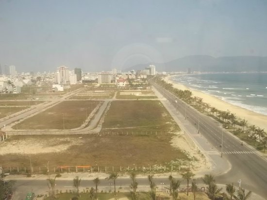 Holiday Beach Danang Hotel & Resort: Looking North out of my suites window.