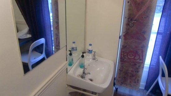 The Pillar: 室内にある洗面所