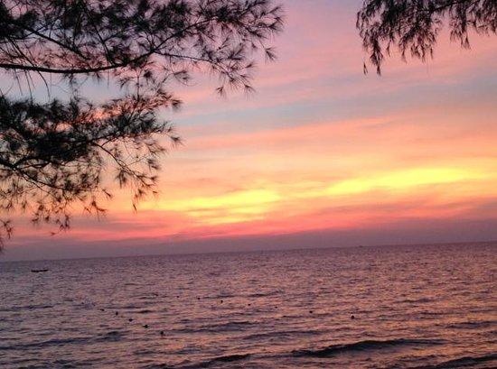 Mango Bay Resort : ビーチバーから見たサンセット20140208