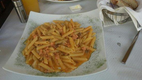 C Seven Restaurant: Salmon pene