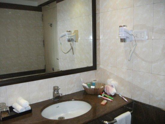 Hotel CAG Pride: bathroom