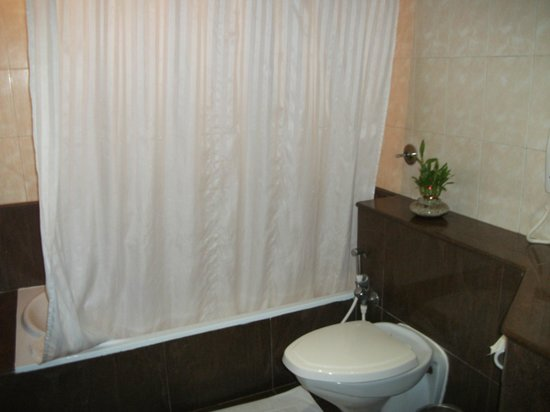 Hotel CAG Pride: Bath tub