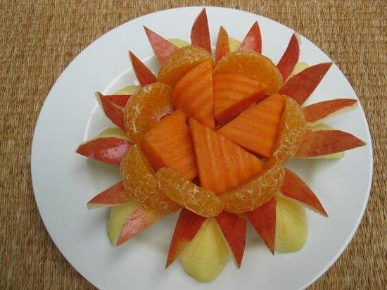 Baan Klang Wiang : Special breakfast fruit platter