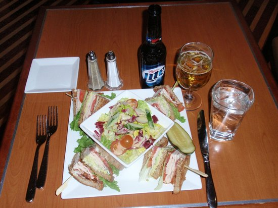 Hilton Newark Airport: Turkey sandwich