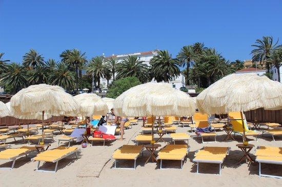 Hotel Miramare Continental Palace : Вид на отель с пляжа