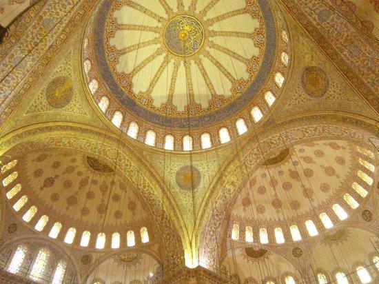 Mezquita Azul: ceiling