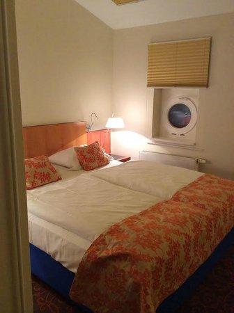 Mercure Hotel & Residenz Berlin Checkpoint Charlie : спальня на втором этаже двухместного номер