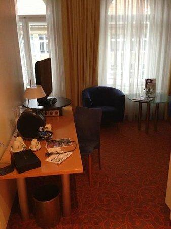 Mercure Hotel & Residenz Berlin Checkpoint Charlie : гостиная