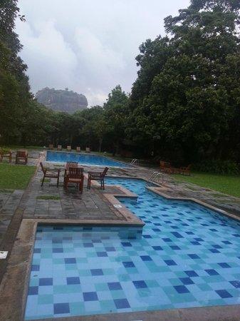 Hotel Sigiriya: vue de la piscine