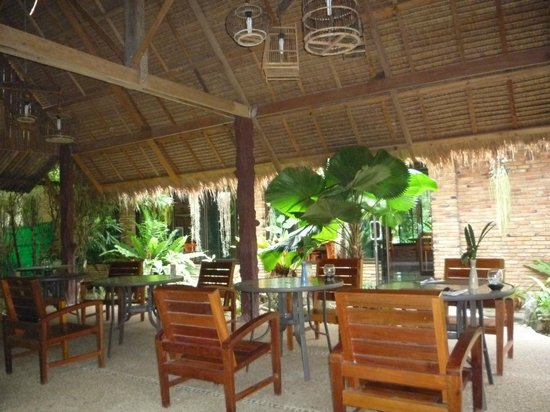 Hotel Khao Sok & Spa: Terraza comedor