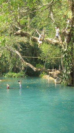 Tham Phu Kham Cave and Blue Lagoon: arrivé sur blue lagoon