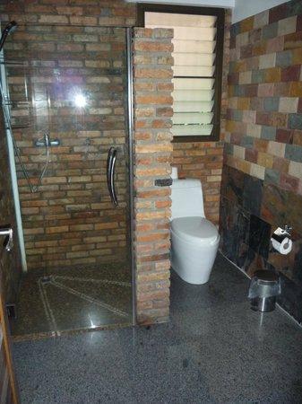 Hotel Khao Sok & Spa: Baño habitación