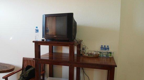 Thavisouk Riverside Hotel: TV