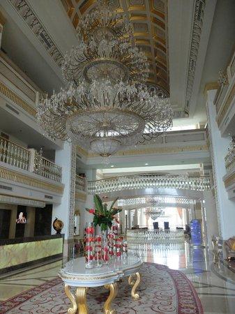 Alva Donna Exclusive Hotel & Spa: Холл