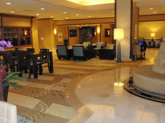 Los Angeles Airport Marriott : Lobby -- free WI-FI, tables, elec outlets