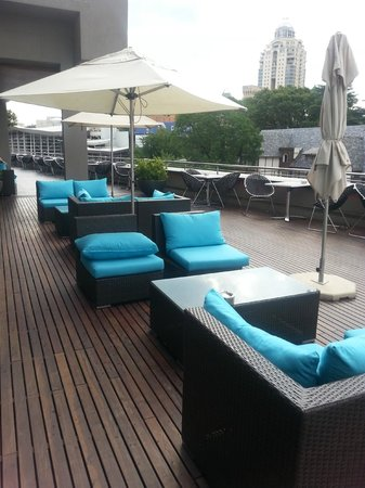 Radisson Blu Gautrain Hotel : outside deck area